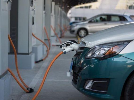 Masinile electrice preiau puterea. Toyota lucreaza la un nou model de automobil electric, cu autonomie mai mare si incarcare rapida