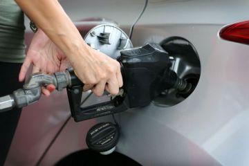 De ce nu se ieftinesc carburantii desi cotatia petrolului s-a prabusit. Cum arata Romania pe harta preturilor din UE
