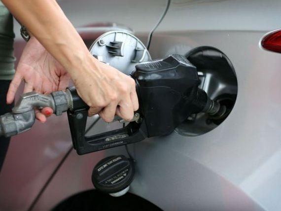 Pretul benzinei in SUA a coborat la 50 de centi pe litru, minimul ultimilor sapte ani