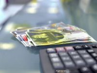 Cursul francului, la un an de la decizia Bancii Elvetiei de a elimina pragul de apreciere de 1,2 franci/euro
