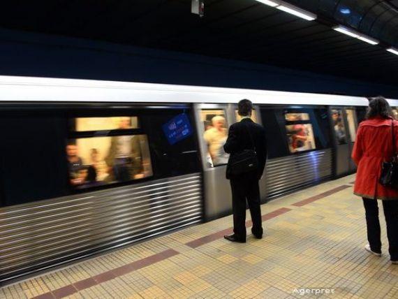 ANPC: Metrorex trebuie sa avertizeze calatorii asupra distantei dintre metrou si peron sau sa puna praguri. Compania, amendata cu 20.000 lei