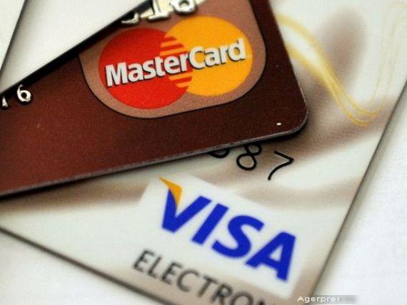 La cat ajung costurile lunare asociate cardului de salariu. Clientii le percep ca nesemnificative, dar exista diferente majore intre banci