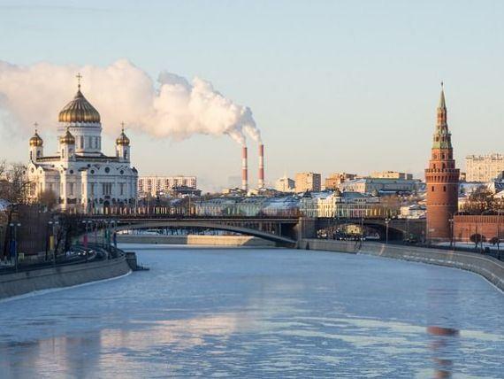 Paradoxul crizei la Moscova. Medvedev anunta un plan de redresare economica, dar admite nu are bani sa-l puna in aplicare. Prabusirea pretului petrolului a  ingropat  Rusia