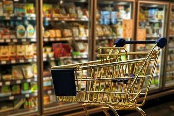 Lanturile de retail se orienteaza catre supermarketuri, magazine de proximitate si produse autohtone.  Romanii nu mai au timp sa stea ore in sir intr-un magazin