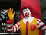 Directorul general al McDonald rsquo;s a câștigat, anul trecut, de peste 3.100 de ori mai mult decât un angajat într-unul dintre restaurantele sale