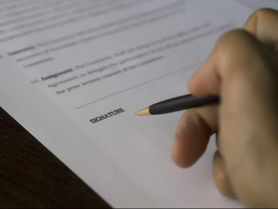 Directiva europeana privind protectia clientilor bancilor a intrat in vigoare. MAE: Legea darii in plata nu reprezinta o transpunere a acestui act normativ