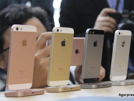 Apple prezinta un iPhone mai mic si mai ieftin, pentru a-si relansa vanzarile in scadere, si promite sa nu cedeze in batalia cu FBI