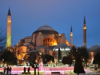 Atentatele teroriste si racirea relatiilor cu Rusia ingroapa turismul intr-una dintre cele mai vizitate tari din lume. Scadere cu 40% a rezervarilor pentru vacante estivale in Turcia