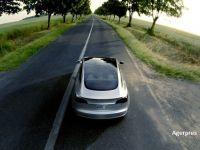 Afacere marca Elon Musk: peste 276.000 de precomenzi pentru noul sedan Tesla Model 3, care va intra in productie abia in 2017. Avansul: 1.000 dolari