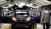 Peste 1.000 de angajati ai Automobile Dacia au oprit productia, in semn de protest fata de conditiile de transport. Reactia companiei