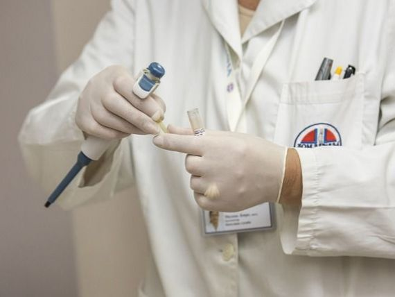 Ministrul Muncii: Salariile tuturor medicilor și asistentelor se majorează, din 1 martie. Un medic primar poate câștiga până la 15.000 lei
