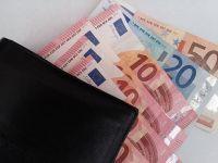 Leul s-a depreciat in raport cu euro si francul elvetian, dar a castigat 6 bani in fata dolarului american. Cu cat se tranzactioneaza euro