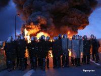 Situatie fara precedent in Franta. Manifestantii au blocat rafinarii si depozite de petrol, nemultumiti de reforma dreptului muncii. Consumul de carburanti, asigurat din rezerve