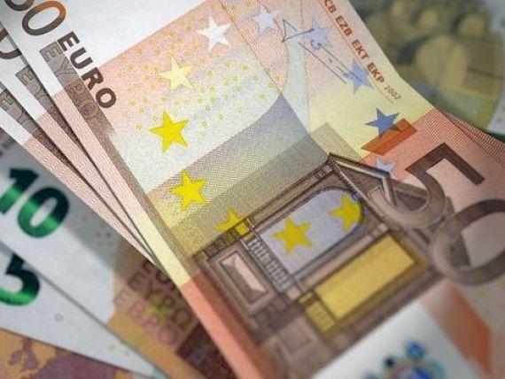 Romania a iesit pe pietele internationale. Finantele au vandut eurobonduri in valoare de 1,75 mld. euro, prin doua emisiuni, cu scadenta la 10 si la 18 ani