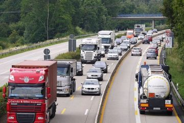 Salariul minim din Franta, contestat in Romania. Transportatori:  Este inacceptabil ca o tara din UE sa dea legi care sa se aplice si altor tari din UE