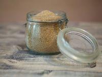 Cresterea pretului petrolului pune in pericol dulciurile. Procesatorii de trestie prefera sa produca etanol in loc de zahar, care s-a scumpit cu 23% in acest an