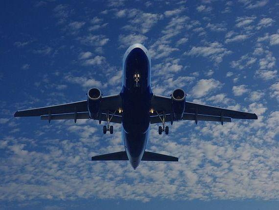Cat poate zbura un avion fara motoare sau de ce exista scrumiere in baia aeronavelor? 5 lucruri pe care sa le stii inainte de urmatoarea calatorie