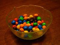 Suedia interzice comercializarea bomboanelor  m m s