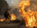 Incendii de vegetație în SUA: cel puțin 10 persoane au murit, iar alte 100 sunt grav rănite
