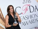 Grupul francez de lux LVMH a vandut brandul Donna Karan, preferat de Hillary Clinton si Michelle Obama, americanilor de la G-III
