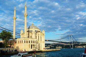 Numarul turistilor straini care merg in Turcia a scazut la minimul ultimilor 22 de ani. Ankara pierde 8 mld. dolari