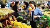 Magazinele ar putea fi obligate prin lege sa doneze alimentele aproape de expirare. Ce beneficii vor primi in schimb