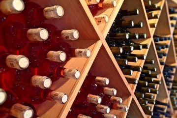 ANAF vinde 11.000 de sticle de vin de lux confiscate de la Murfatlar. O sticlă poate ajunge și la 500 de euro