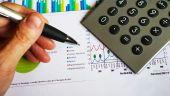 Deficitul bugetar a coborat cu 0,2%, dupa primele sase luni. Incasarile din TVA s-au diminuat cu 10%, afectate de reducerea cotei la 20%