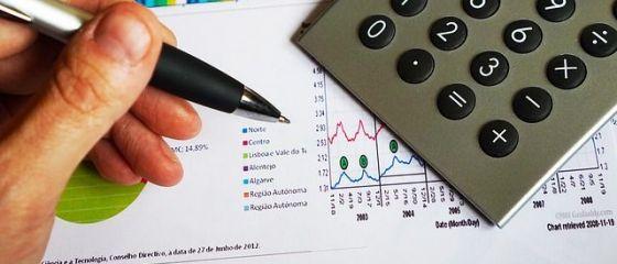 Unicredit estimeaza un avans al economiei romanesti de 3,9% in 2017 si o crestere accentuata a cursului.  Situatia bugetara se va deteriora in 2018, cand ar putea fi majorate taxele