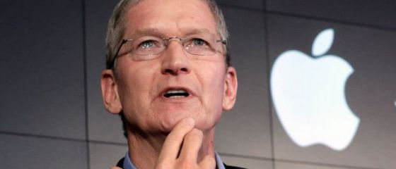 Seful Apple spune ca a pus deoparte  mai multe miliarde de dolari  pentru achitarea obligatiilor fiscale in Europa si catalogheaza decizia CE ca fiind  o stupiditate politica absoluta