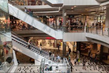 Bucurestiul a intrecut Berlinul, Copenhaga si Varsovia la numarul de centre comerciale pe cap de locuitor. Ce inseamna mersul la mall pentru romani