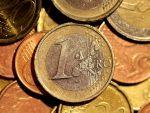 Euro rămâne peste 4,57 lei, dolarul se îndreaptă din nou către 3,9 lei