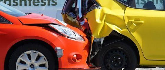 Deputatii au adoptat noua lege care reglementeaza politele RCA. Soferii isi vor putea repara masina in orice service, dar asigurarea nu va creste din cauza costurilor cu reparatiile