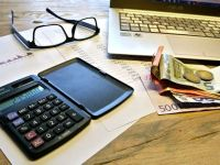 Deloitte: In doua scenarii din sase privind transferul contributiilor exclusiv in sarcina angajatului, salariile nete scad. Cu cat ar trebui majorate lefurile, pentru a se evita reducerea lor