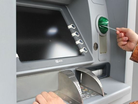 Cardurile bancare si bancomatele, tot mai vulnerabile in fata dispozitivelor  skimmer , prin care se pot fura amprentele utilizatorilor