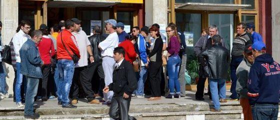 Romania a incheiat anul 2016 cu 500.000 de someri, minimul ultimilor opt ani. Angajatorii se plang tot mai frecvent de lipsa fortei de munca specializate
