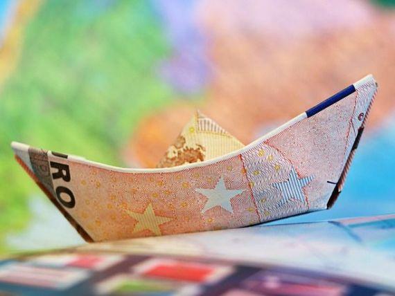 La 15 ani dupa aparitie, euro a ajuns aproape la paritate cu dolarul. Istoria monedei unice, care a supravietuit Grexitului, dar ar putea fi rapusa de Brexit
