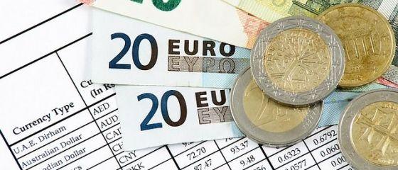 Leul s-a depreciat fata de euro, care depaseste din nou pragul de 4,5 lei