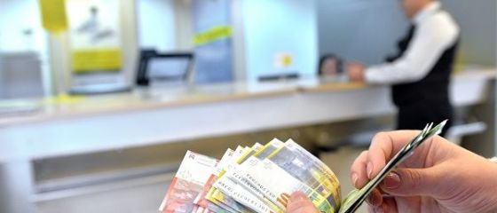 Romanii cu credite in franci elvetieni vor afla la anul daca isi pot converti imprumuturile in lei. CCR a amant pentru 18 ianuarie discutarea legii