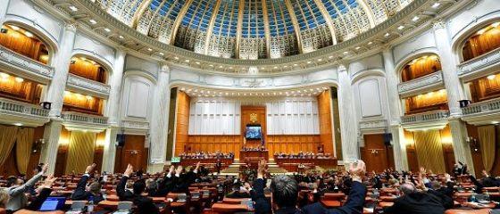 Ciolos: Parlamentarii au votat cresteri salariale egale cu peste 1% din PIB, inainte de alegeri. Ministrul Muncii: Este un moment trist pentru Romania, in care ne permitem sa ne jucam cu asteptarile oamenilor