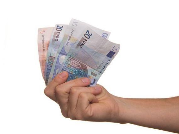 PwC: Salariile în privat au crescut peste estimări. Industria, retailul și sectorul bancar conduc în topul majorărilor