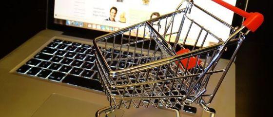Românii au cheltuit 10 milioane de euro, zilnic, pe cumpărături online, în 2018. Produsele preferate