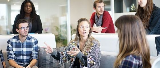 Mai mult de jumătate dintre români ar vrea să lucreze în altă țară, cei mai mulți au sub 30 de ani și studii superioare. Cine sunt străinii care vor să muncească în România