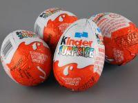The Sun: Copiii romani sunt platiti cu 22 penny pe ora pentru a asambla jucariile din ouale Kinder