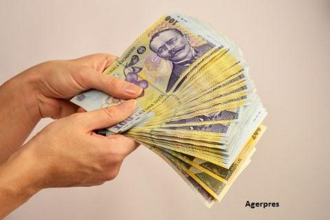 Salariul mediu net a crecut cu 40 de lei, în aprilie. Cine sunt salariații cel mai bine plătiți din România, cu peste 7.000 lei în mână