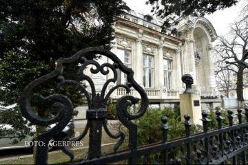 Agentiile imobiliare scot la vanzare palate vechi de secole, din Bucuresti. Cu cat se vinde o bijuterie arhitectonica de langa Universitate