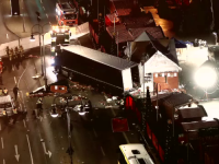 Teroristul care a ucis cu camionul 12 oameni, in Berlin, este inarmat si inca in libertate