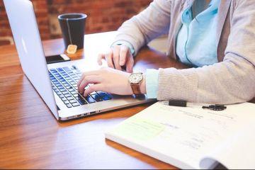 Munca de acasă devine legală. Guvernul a aprobat un proiect de lege care reglementează bdquo;tele-munca