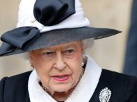 Regina Elisabeta, la un pas sa fie impuscata de un militar din Garda de la Buckingham