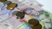 Patru din zece români se împrumută înainte de salariu. Regula de aur pentru a economisi bani